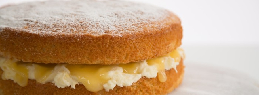 This beautiful lemon cream sponge cake is from [image source: housebeautiful-co-uk]